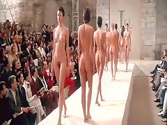 Nude Defile na Pariškem Tednu Mode BVR