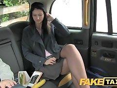 FakeTaxi brunetka ekshibicjonistą lubi kamer