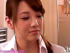 hermosa tetona asiática adolescente en ropa interior
