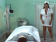 Busty Britiske Sykepleier Olied Tit Wank & Fuck