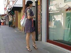 Παράθυρο ψώνια στα ιταλικά ψηλοτάκουνα σανδάλια