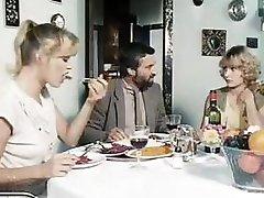 Klasisks porno no 1981. ar šo gribošas meitenes kniebjas