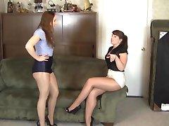 lesbo kiiltävät sukkahousut orjuudesta