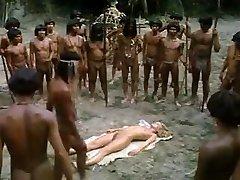 jovencita rubia follada por los trib