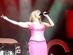 Беатрис Эгли Розовое Мини-Платье Под Юбкой Письки На Сцене Упс
