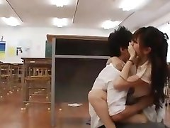 Japanese Girls fucked seductive mature woman at subway.avi