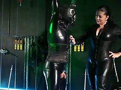 Tyska härskarinna behandlar henne Latexsissy