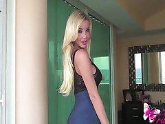 Ana Mancinis सेक्सी नीले स्कर्ट