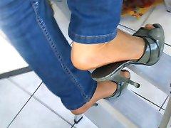 Hausfrau - Strumpfhosen und 13cm High Heels