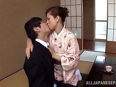Yuri Matsushima caliente, madura, nena Japonesa en kimono obtiene 69