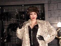 A fur smoking holder Mistress 1
