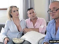 grandes tetas pornstar sexo en punto a la mierda y semen en la boca