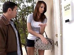 Кэти-два месяца позади на ее арендной платы