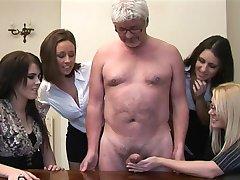 Žena daje masturbira u prizemlju, kuhinju, blagovaonu starac