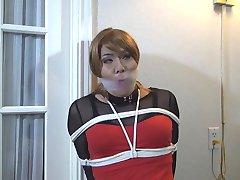 Oblačenje u žensku odjeću svezana