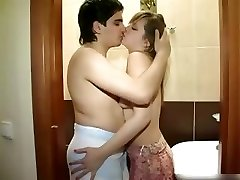 New couple boning in the shower