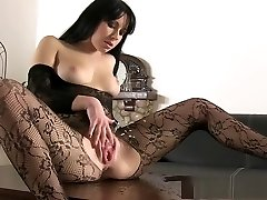 Black haired beauty in pantyhose peeing