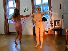 Mulheres Nuas. Dança Erótica.