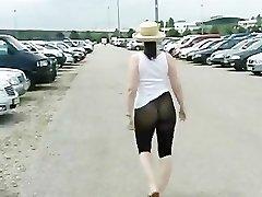 Frivoler Spaziergang in der Strumpfhose / Pantyhose taunt in public