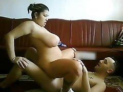 CHubby Latina GF s velká prsa na koni péro na kameru