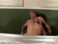 肮脏的女学生,使得教师吃她的阴部