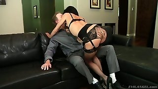 Super red-hot and sexy bitch Veronica Avluv sucks Mark Man Meat's pipe properly