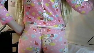 Blond Phat Ass White Girl big butt ass in taut leggins