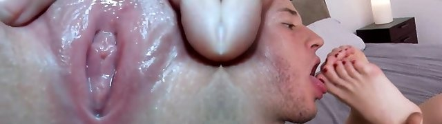 Extreme close moist pussy play
