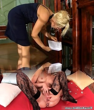 Lezbian Mom in Naughty Pussy Licking