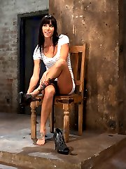 Live Show Mondays brings you part 1 of 3 of the August live show that featured Gia DiMarco and sexy co-top Isis Love. 