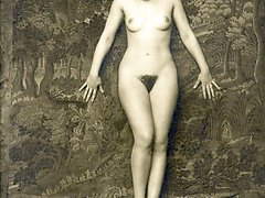 Retro ladies look like statues in hot retro pics