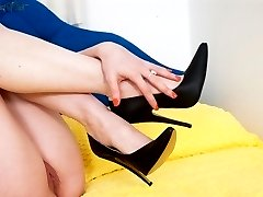 Lithe, blonde Chloe tempting with her super suckable toes!