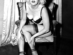 Merilin Monroe looking fem does sexy poses