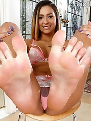 Jaye can't wait to get fucked. But she wants her feet sucked too. This girl is so soft and sexual she needs all the attention she can get. From head to toe this woman is perfection.