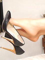 Leggy blonde Heidi flashes her black high stilettos with sexy gold heels