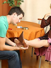 Lewd secretary in reinforced soles tights sliding her feet into guys mouth