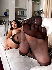 Amy strips off classy RHT nylons to offer her bare feet!