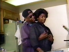 OLD SCHOOL VID...BUT THIS BLACK MATURE LOOKS GOOD AS HELL