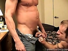 Daddy Cum Pig Marc shares his loads of experience with