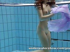 Aneta shows her gorgeous body underwater