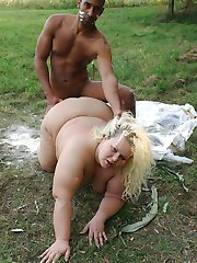 Blonde bbw Amanda gets down on the grass to have her mature pussy fucked