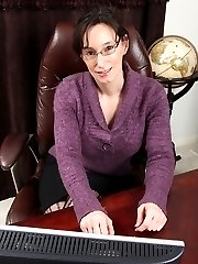Mature office babe Shelly Jones naked on her desk.