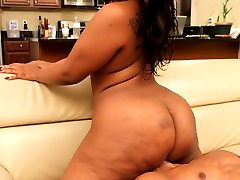 Cherise Rose has a big fat ass and she knows exactly how to shake