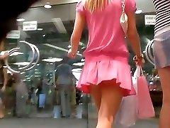 The pink outfit of this chick immediately drew my attention as well as her hot upskirt