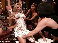 Lorelei Lee takes blonde bombshell Riley Evans to a party she will never forget! With her head...
