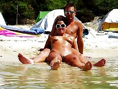 Naked girls sunbathes fully nude