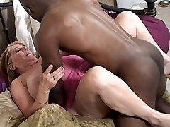 Chunky mama fucking a well hung black dude