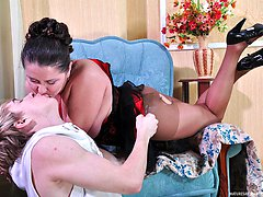 Stacked mommy munches on young meat and gets banged thru her sheer tights