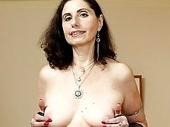 Sexy mature housewife works her hairy pussy