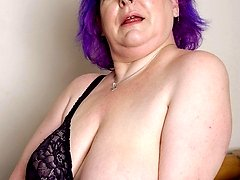 punky mature with nice saggies